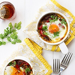 Shakshuka: Eggs Dishes, Shakshuka, Brunch Recipe, Sunday Brunch, Food Ideas, Peppers And Onions, Breakfast Recipe, Poached Eggs, Patterns Plates