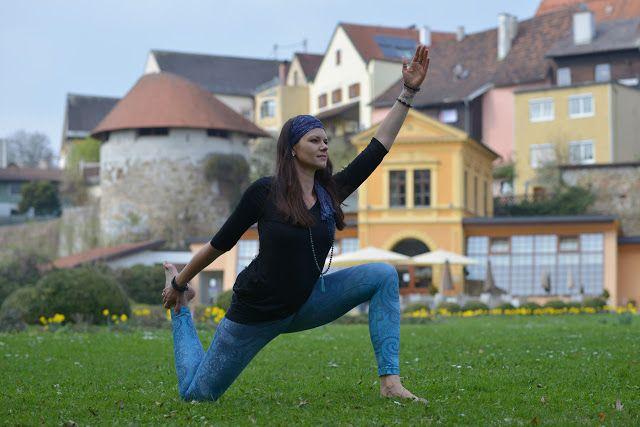 """Niyama: Diese Yogaleggings macht Laune   Namaste! Ich liebe Schörkel Ornamente und Paisley - deshalb bin ich bei den Designs der Leggings von Niyama sofort hängen geblieben. Tolle Farben einfallsreiche Prints - ich werde die türkise Leggings """"Paisley"""" garantiert nicht nur zum Yoga Üben oder Unterrichten sondern auch auf der Straße tragen. Denn egal ob beim Yoga Sport oder bei einem Sommerfest - diese Hose macht einfach gute Laune. Und trägt sich zudem wie eine zweite Haut; man merkt gar…"""