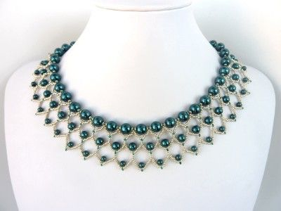 DIY Jewelry: FREE beading pattern for lovely Pearl Petals necklace, woven entirely out of 11/0 seed beads and different size pearls (4mm, 6mm, and 8mm).