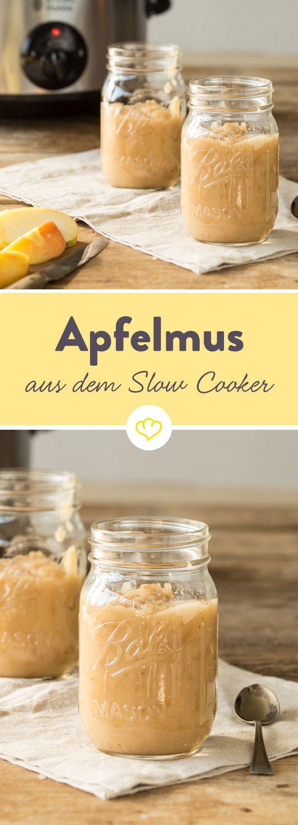 Ob zu Reibekuchen, Sauerbraten oder solo: im Slow Cooker wird Apfelmus besonders aromatisch - und du musst nichtmal Zucker hinzugeben.
