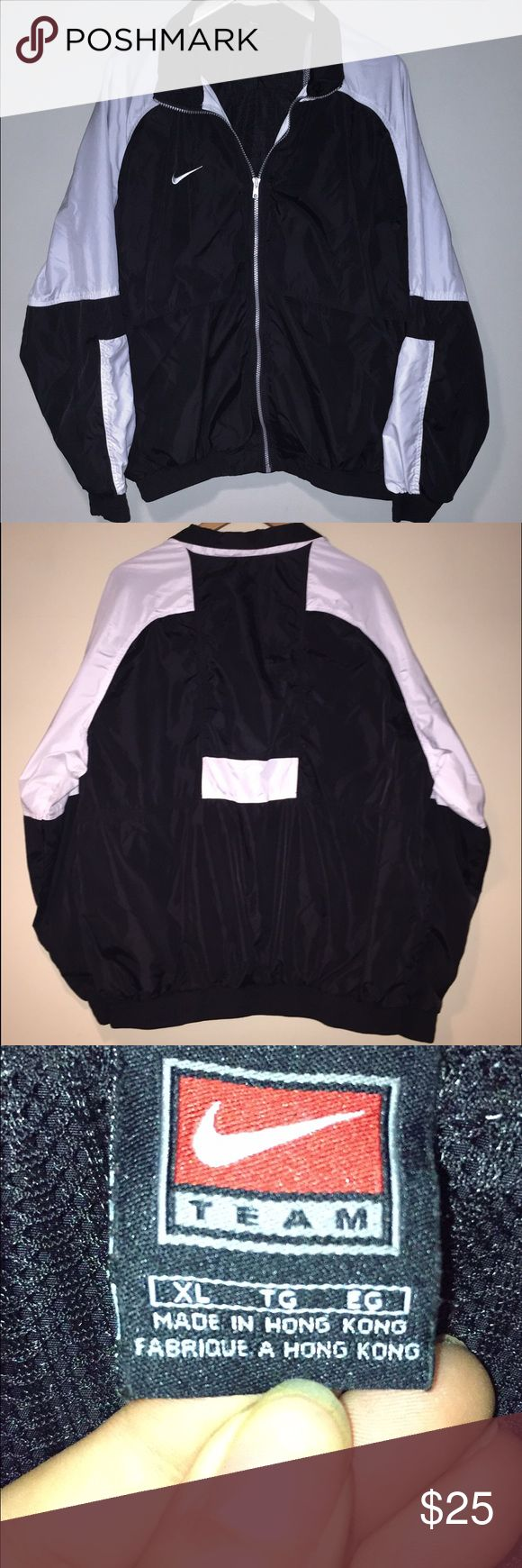 Men's Nike Windbreaker Men's XL Nike windbreaker with mesh lining. Perfect condition, no stains, runs, rips or tears. Looks great as an oversized jacket for women over a tight fitting dress with tall boots. Nike Jackets & Coats Utility Jackets