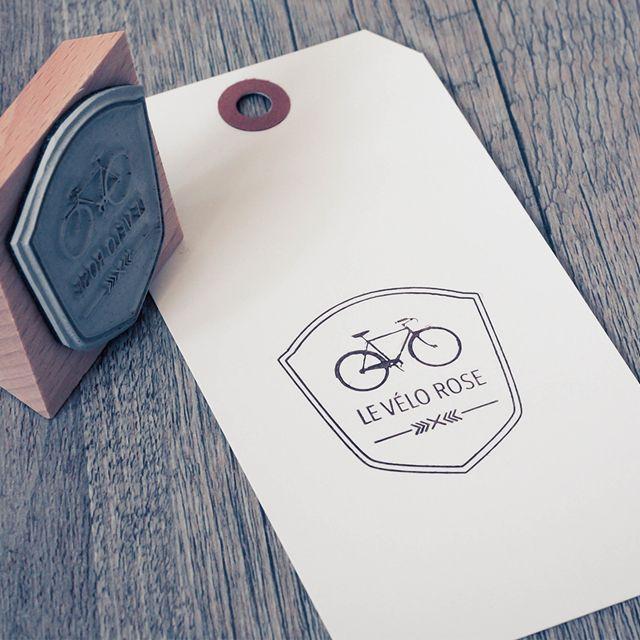 Tampon Logo personnalisé Le vélo rose BLOOMINI STUDIO
