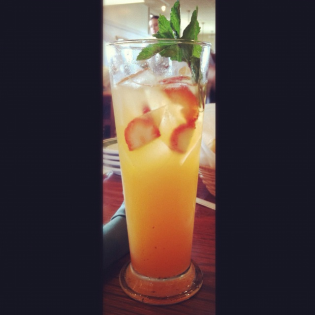 strawberry mango limonata at Olive Garden