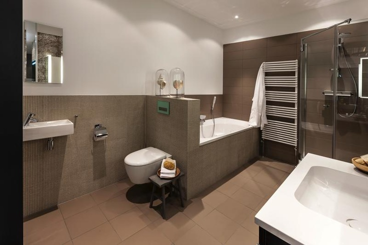 Personal Living badkamer met Keraban tegels, Hansgrohe kranen, Keramag sanitair en Intertop bad