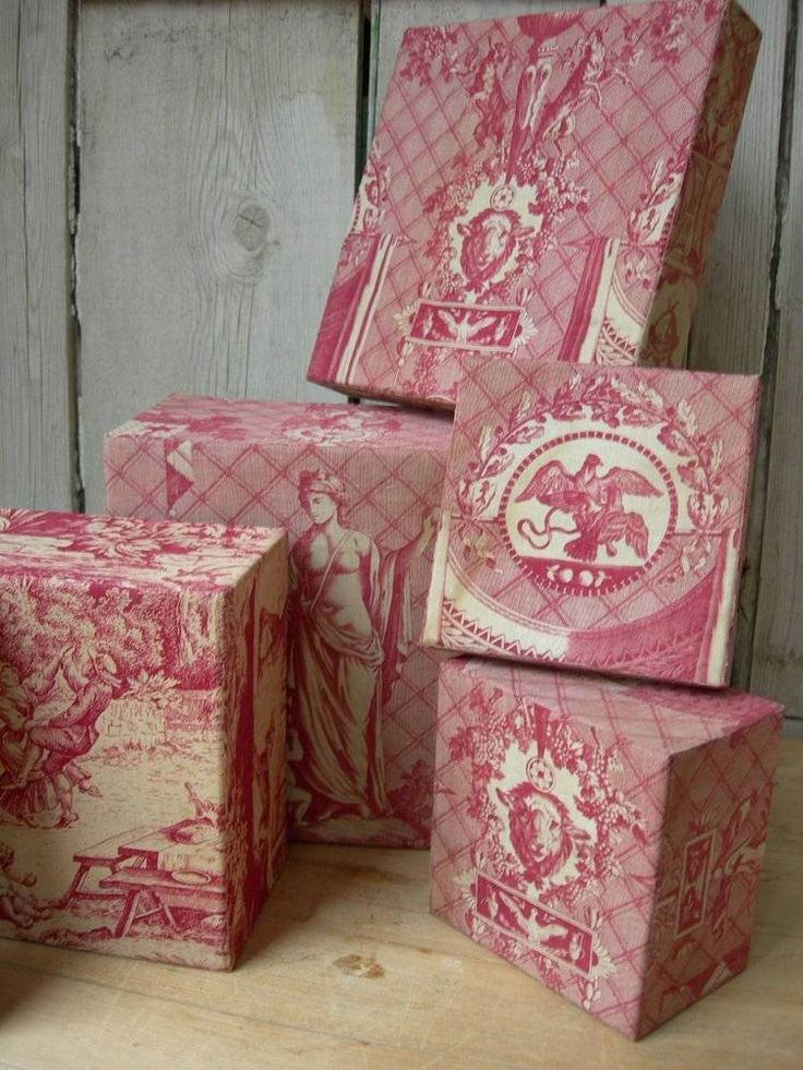 Collection 3 divine antique vintage French boudoir boxes - 19thC Toile de Jouy