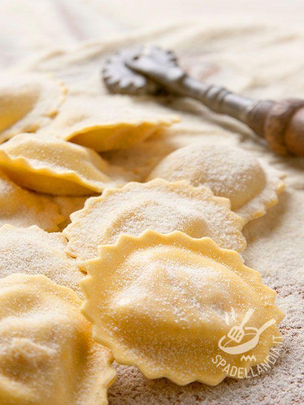 I Ravioli senza glutine sono un primo di pasta fresca molto versatile. Se avete un po' di tempo utilizzate questa ricetta base e preparateli a casa.
