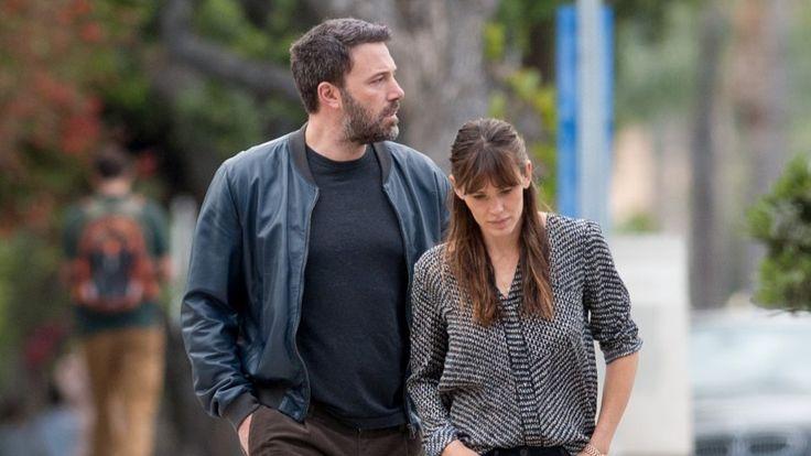 Die Geschichte, dass Jennifer Garner und Ben Affleck ihr Haus neu renovieren möchten, bekommt langsam Risse. Erneut standen Umzugswagen vor dem Anwesen des Hollywood-Paares.