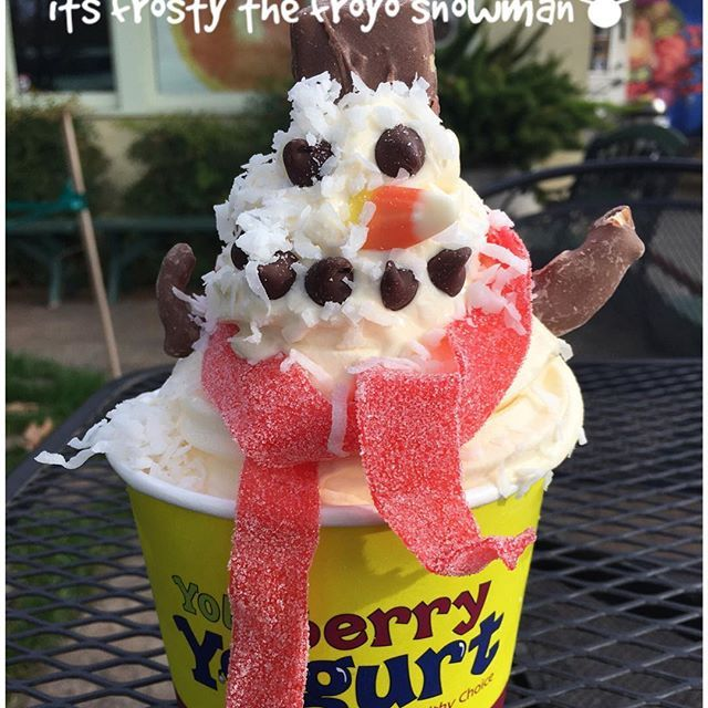 It's frosty the froyo snowman⛄️I'm made of #vanilla froyo #snickers for my hat #chocolatechips for eyes and mouth #candycorn for my nose #chocolatepretzles format arms #coconut for a dusting and #sourbelts for my scarf! Flavors of the day: #cablecarchocolate #peppermintstick #originaltart #pineappledolewhipsorbet #vanilla #pumpkin Come show us your creative side! #funwithfroyo #toppingsontoppings #sogood #yoloberryyogurtdavis #welovefroyo #yoloberryyogurtgiftcards…