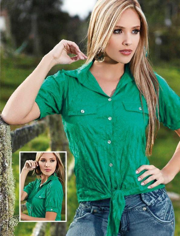 El verde esmeralda es oficialmente el color de temporada.  Este bello tono es perfecto para usar tanto en el día como en la noche, pero eso si agrégale un toque de brillo o un accesorio que hagan ver la penda mas elegante.