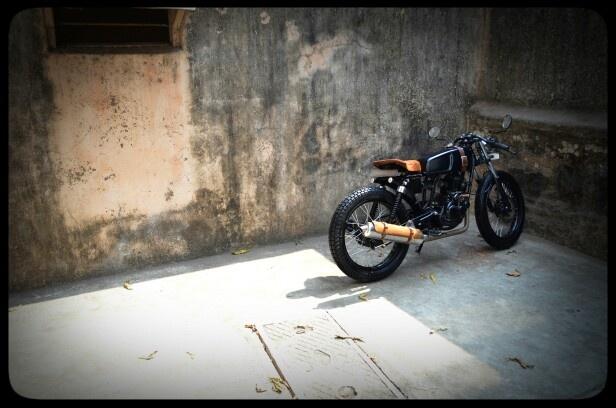#bombaycustomworks #cafe #racer #custom #bike #leather #passion #design