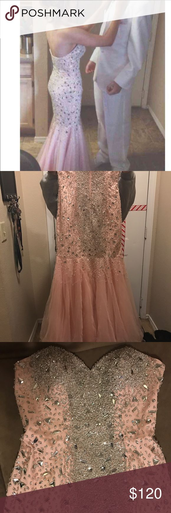 Peach tight fitting formal dress size 0 Never worn peach/light pink formal/prom dress can't find the tags to it but paid $250 asking $120. Very flattering and form fitting Dresses Prom