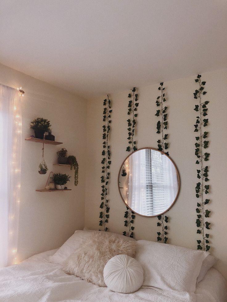 grüne Pflanzen weiße Wände spiegeln jugendlich Schlafzimmer