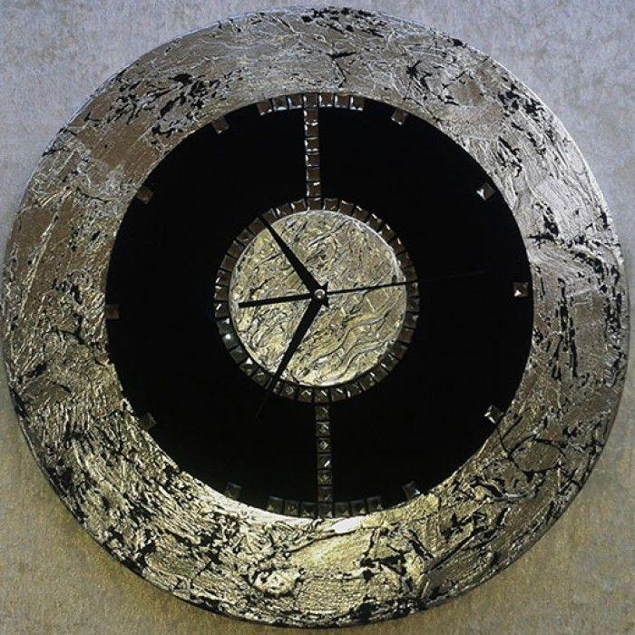Διακοσμητικό χειροποίητο ρολόι τοίχου με ύφασμα βελούδο μαύρο, φύλλο ασημί, μεταλλικό μαύρο χρώμα, κρύσταλλα ASFOYR, μεταλλικούς δείκτεs και αθόρυβο μηχανισμό. Διάμετρος 45cm ή 60cm.