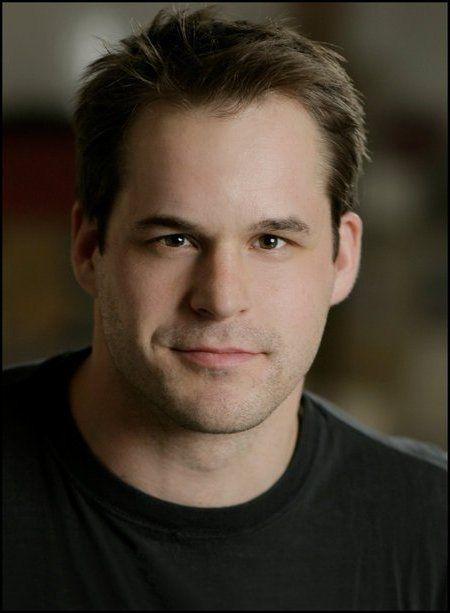 Kyle Bornheimer as Skeery Jones