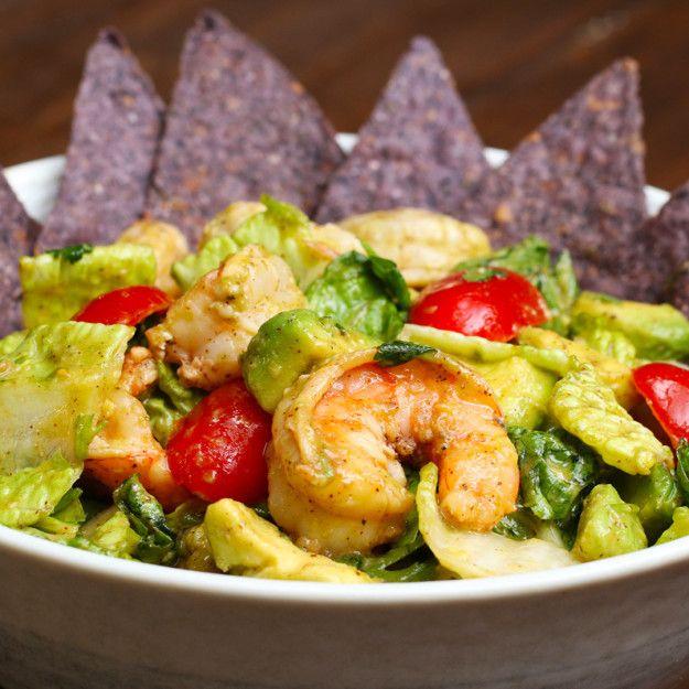 Garnelen-Avocado-Taco-Salat | Dieser Low-Carb Garnelen-Avocado-Taco-Salat ist das perfekte Abendessen, wenn du Sport gemacht hast
