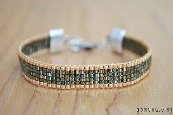 Olijf en Gold verstelbare armband / / kraaltjes Loom / / door Gomeow