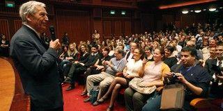"""Costa-Gavras présente son film """"Le Capital"""" au au 53e festival de Salonique (Grèce) le 3 novembre 2012"""