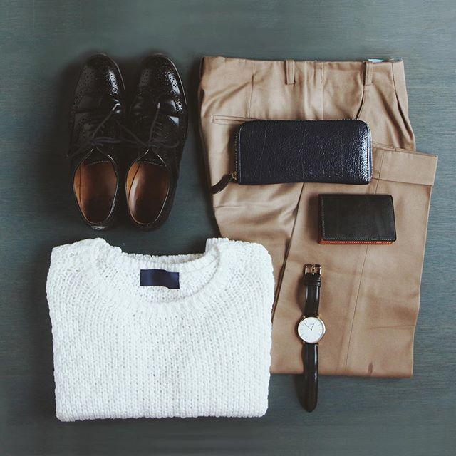 ウィングチップのシューズがよく似合う女性スタッフのコーディネート。革小物は自然とメンズアイテムが揃うのだそう。 #革小物 #長財布 #革 #レザー #土屋鞄 #土屋鞄製造所