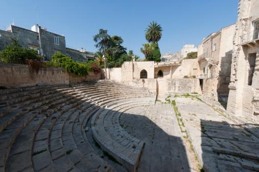 Le antiche #rovine del cosiddetto #Anfiteatro Greco. In realtà è un #teatro romano con pianta impostata sui teatri greci, forse l'unico in tutta la regione meridionale, dopo quello di Taormina.