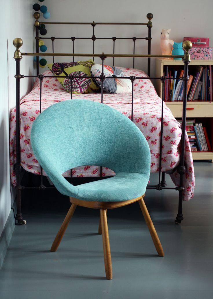 Pieni nojatuoli verhoiltiin Designer Guildin Riveaulla