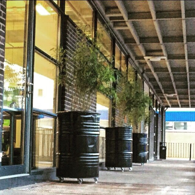 Industriële plantenbakken van oude olievaten! www.indusigns.nl