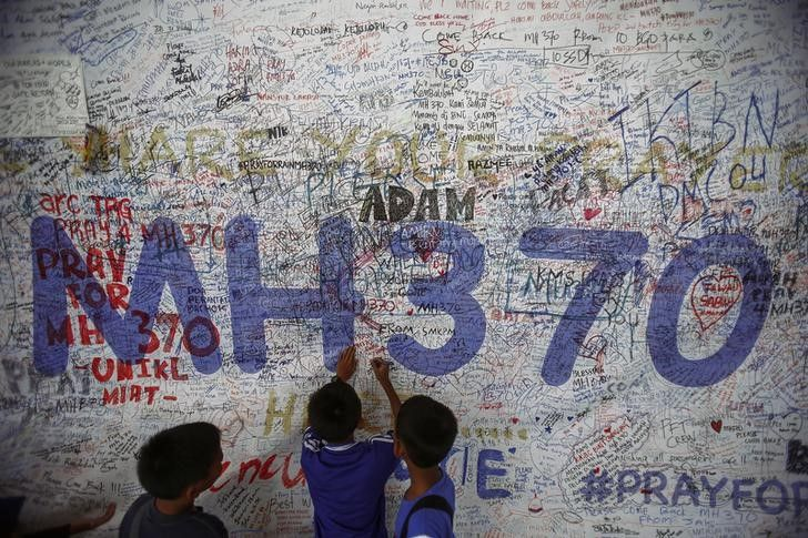 Children write messages of hope for passengers of missing Malaysia Airlines Flight MH370 at Kuala Lu... - REUTERS/Samsul Said