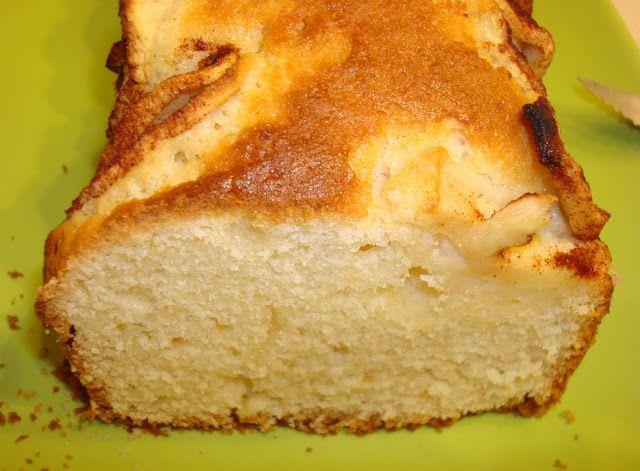 Um bolinho com pouco açúcar e muito saboroso, ideal para o pequeno almoço!       Ingredientes:  1 iogurte de aroma  3 copos de farinha c...