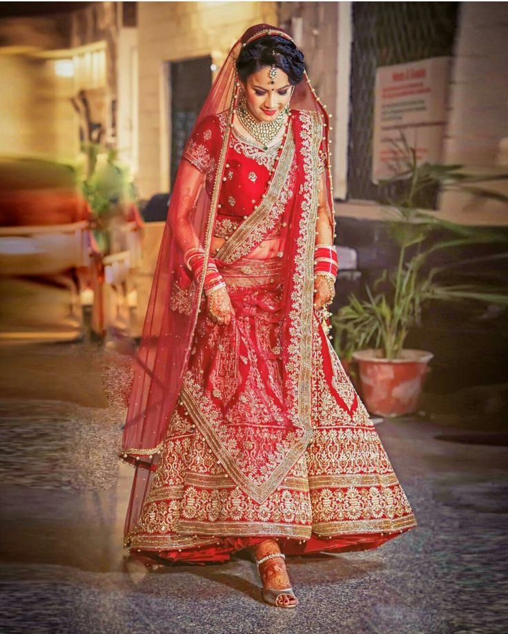 Red Lehenga Bridal lehenga red, Red wedding lehenga