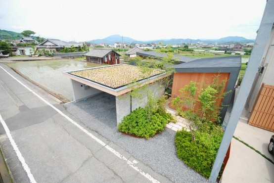 kishigawa: Eco Architecture, Interiors View, Charms Japan, Cars Hobbyist, Green Roof, Garage Perfect, Courtyards Houses, Houses Design, Roof Garage