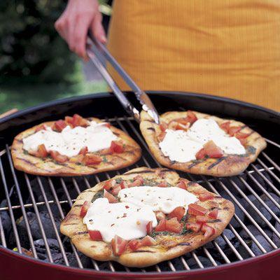 Pesto and Mozzarella Pizzas on the grill