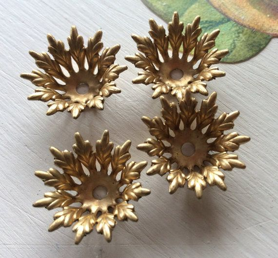 ABviclf Style: Victorian leaf bead cap Qty: 4 PC Size:20mm Metal: raw brass
