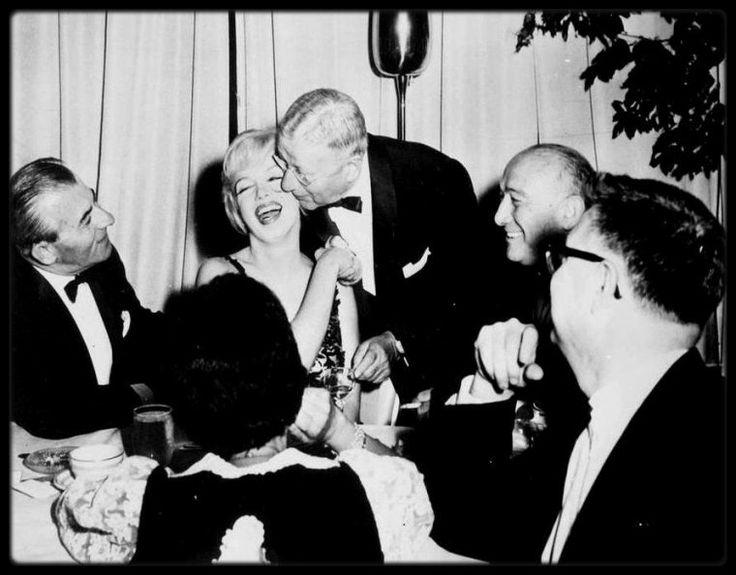 """27 Septembre 1959 / Les MILLER assistèrent à la cérémonie de l'AFHU (""""American Friends of the Hebrew University"""" : """"Les   amis américains de l'université hébraïque"""") au """"Bellevue Stratford Hotel"""" de Philadelphie où au cours de la soirée MILLER reçoit une de ses plus belles distinctions."""