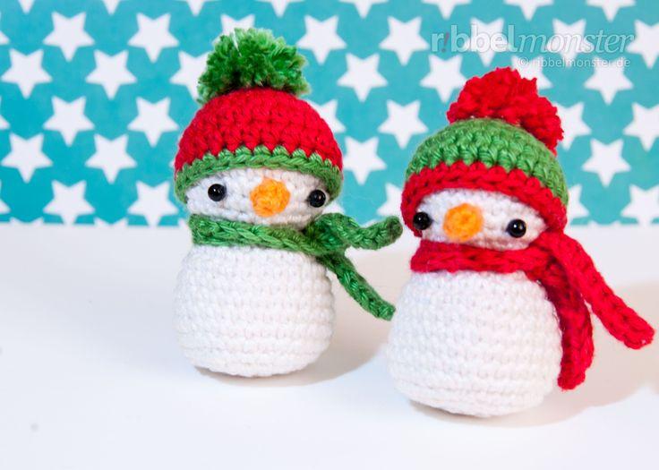In dieser Anleitung zeige ich dir, wie du einen kleinen Schneemann häkeln kannst. Wie du siehst ist der kleine gehäkelte Schneemann eine tolle Deko für den