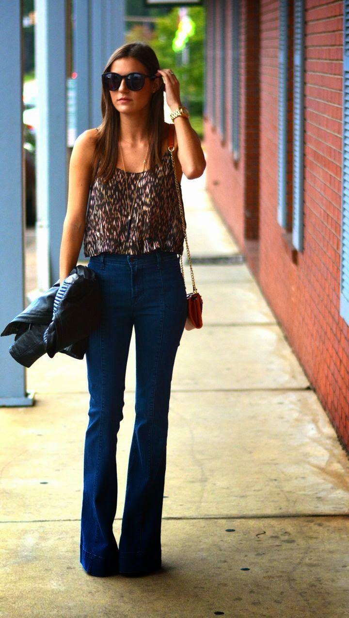 calça-flare-jeans-regata-estampada-como-usar