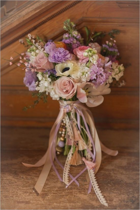 Soft and romantic bouquet. Floral Design: Recycled Love Story #weddingchicks http://www.weddingchicks.com/2014/06/16/these-vintage-dresses-will-captivate-your-romantic-side/