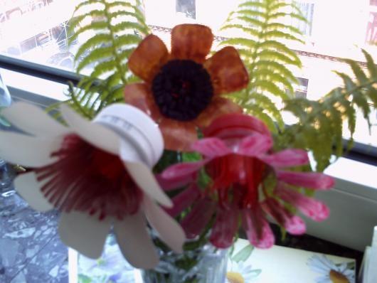 Die besten 25+ Blumen aus plastikflaschen basteln Ideen auf - blumen basteln