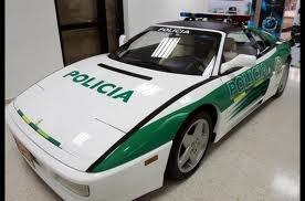 La policía colombiana también usa carros de lujo.