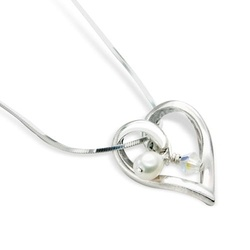 silver heart necklace with little pearl and crystal £25