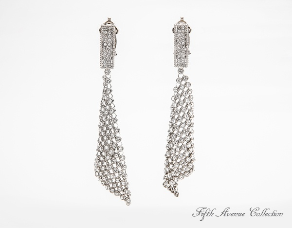 Hey Girl are chandelier earrings that hang with the movement of chainmail encrusted with Swarovski crystal. They come in black and sliver.go to http://www.fifthavenuecollection.com/public/en-au/acentofanti    click on Jewellary
