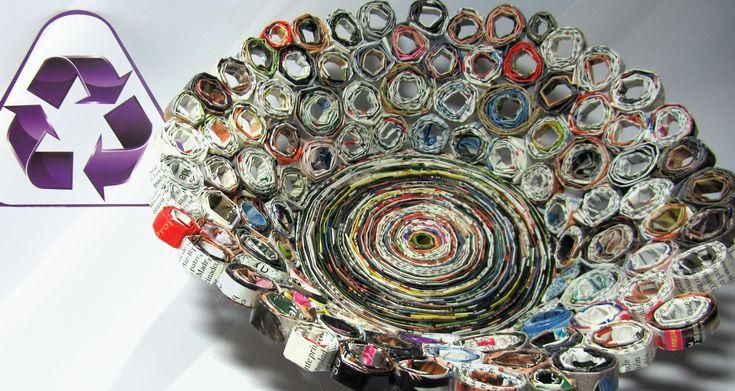 Reciclaje. Cesta hecha con revistas. Basket made with magazines.