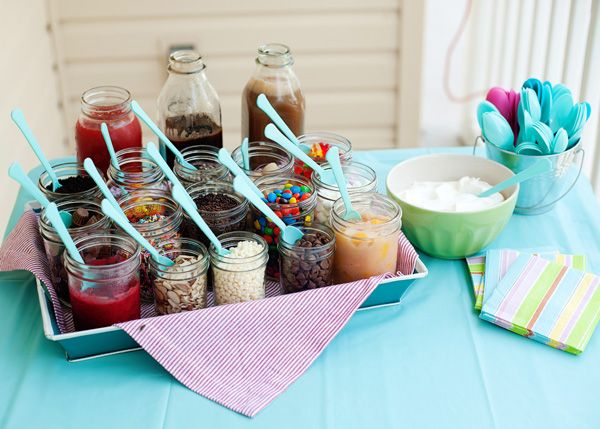 Simple ice cream party. Great idea for the chapter to host as a break during Spirit Week! What a great find @aksumler