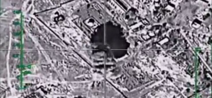 L'aviation russe a détruit les réservoirs de stockage de pétrole de Daesh à Raqqa (VIDEO)