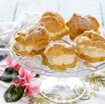 Vandbakkelser skal være sprøde uden på og luftige indeni. De er bagt uden sukker, så de kan serveres til gæster med diabetes.