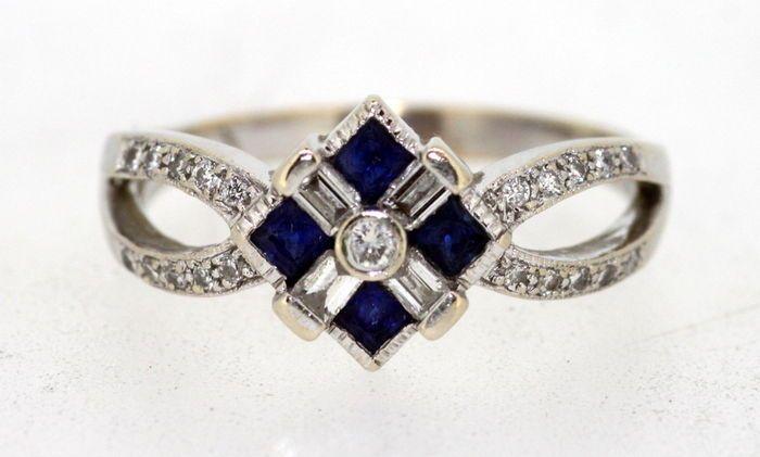 Online veilinghuis Catawiki: Ring van 18t witgoud met natuurlijke blauwe saffier (0,40 ct in totaal) en diamanten (0,40 ct in totaal).