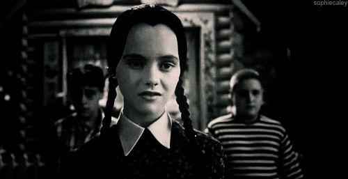 15 Pruebas de que Merlina Addams y tú son la misma persona.