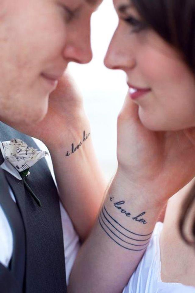 30 increbles ideas de tatuajes que debes hacerte con tu pareja te encantarn manosparejashombresfrasestatuajepar
