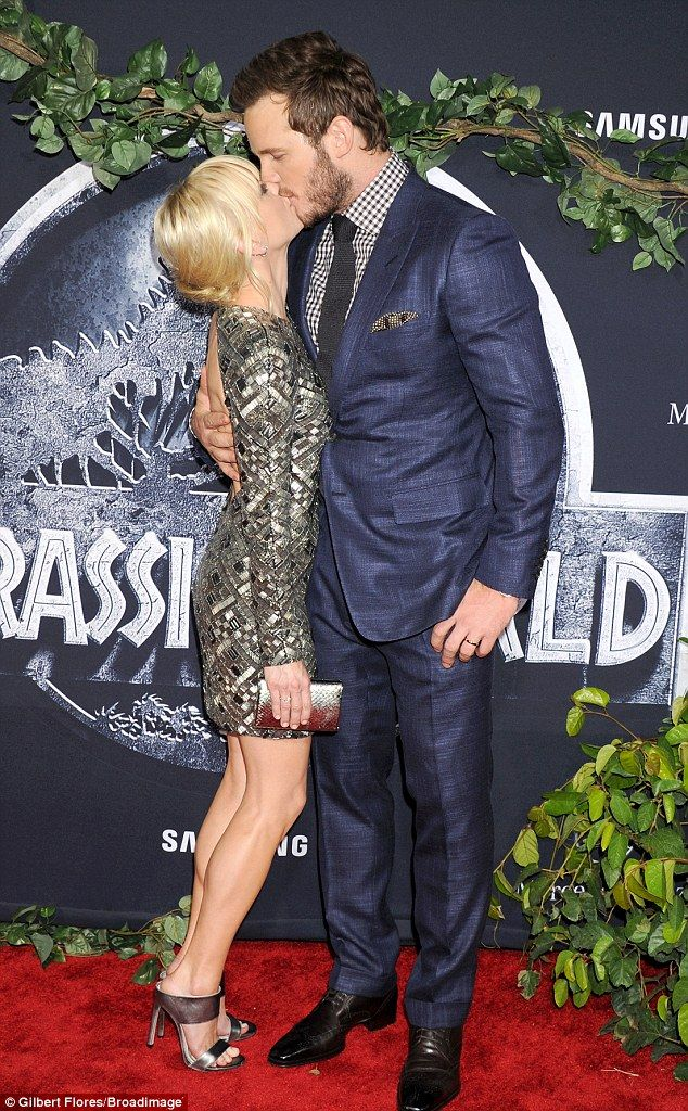 Too cute! Chris Pratt smooched his wife Anna Faris as they took to the red carpet for the Jurassic World premiere in Hollywood on Tuesday