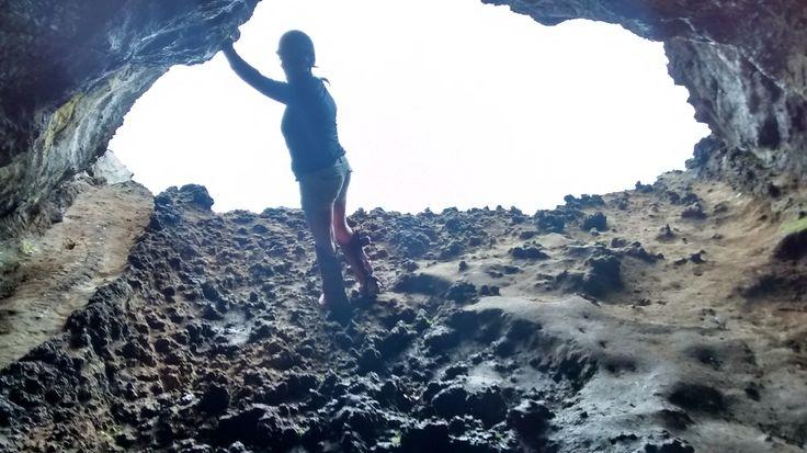 Ana Kakenga, la cueva de las dos ventanas. Rapa Nui, Chile