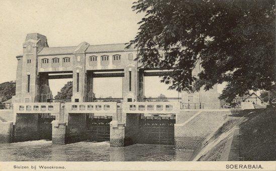Sluizen Wonokromo bij Soerabaia 1900-1950.
