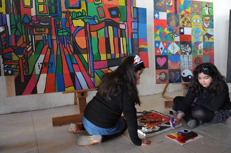 TALLERES EN EL CENTRO CÍVICO  martes 9 de mayo La Escuela Municipal de Artes y Oficios Culturales es un Proyecto conjunto entre la Dirección  de Educación Municipal el Centro Cívico Cultural El Bosque y Casa de la Cultura Anselmo Cádiz   TEATRO PARA ADULTOS MAYORES  16.00  17.00 Hrs.  Monitora: Daniela García Sala Múltiple   ACONDICIONA-MIENTO FISICO A TRAVÉS DE LA DANZA (ADULTOS) 17.00  18.00 Hrs. Monitora: Carolina Miranda Sala de Ballet y Danza  Los talleres son gratuitos pero con cupos…